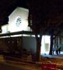 L'église et les travaux en cours, de nuit